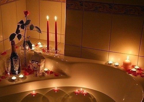 Романтическая ванная с рафаэлло и лепестками роз
