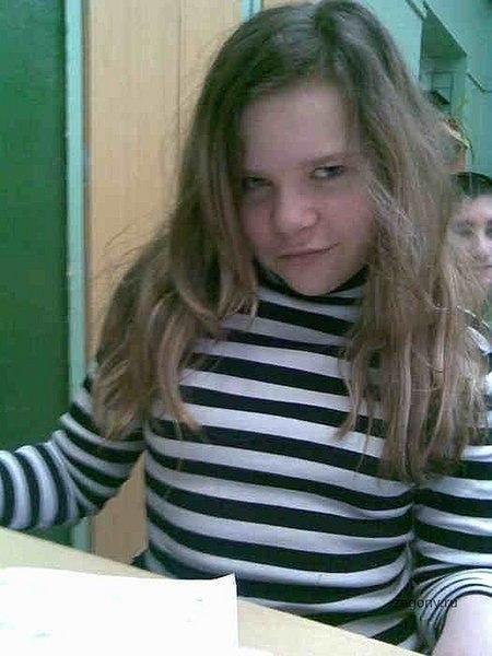 У нас тут эксперемент, сделайте девчёнку на фотках старше, чтоб лет 18 ей было (грудь ей сделайте и волосы поблондинестей
