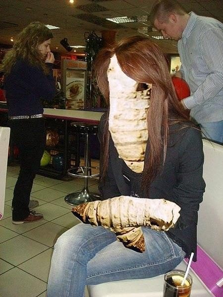 сделайте пожалуйста кожу ровнее:матовее.. реснички удлините.. вообщем чтоб я выглядела куколкой:заранее признательна..