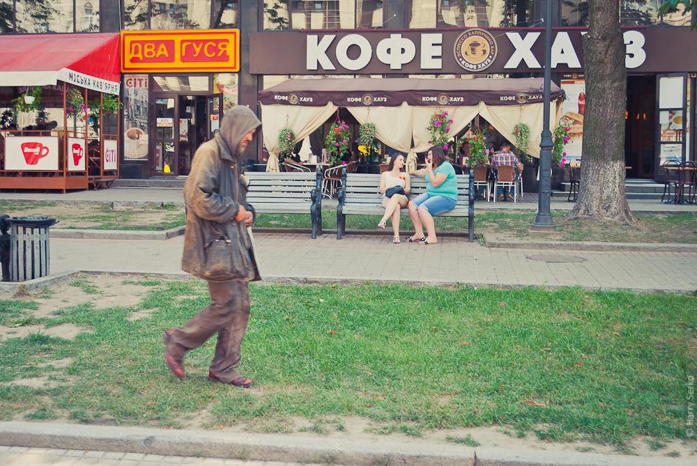Антон возле Кофе Хауз